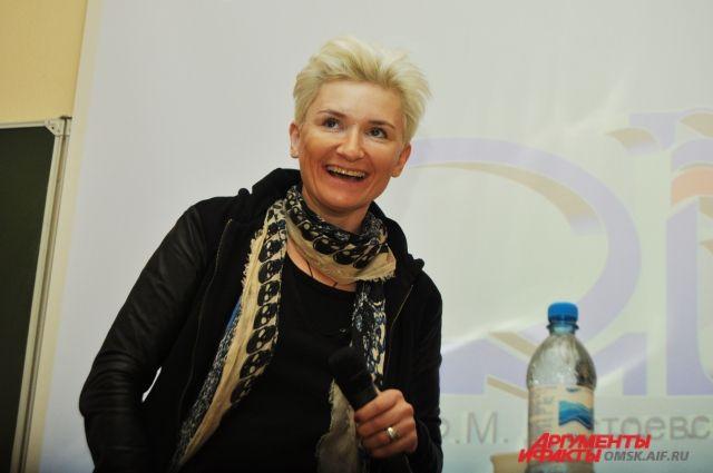 Солистка группы «Ночные снайперы» Диана Арбенина спела на «Крузенштерне».