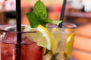 Безалкогольные напитки из натуральных ингредиентов помогут снять стресс.