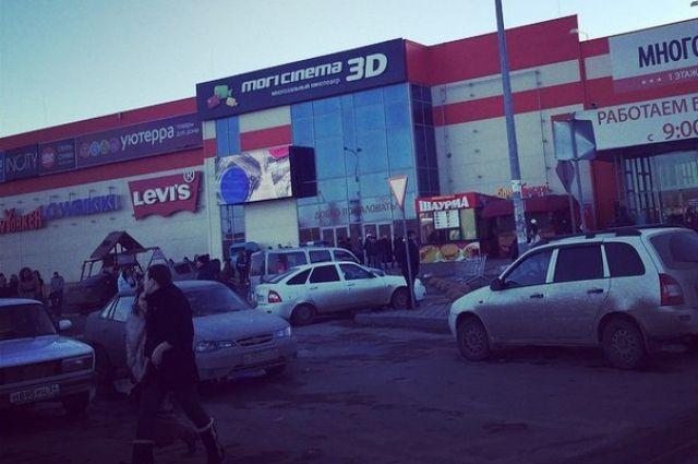 ТРЦ «Комсомолл» в настоящее время выставлен на продажу.