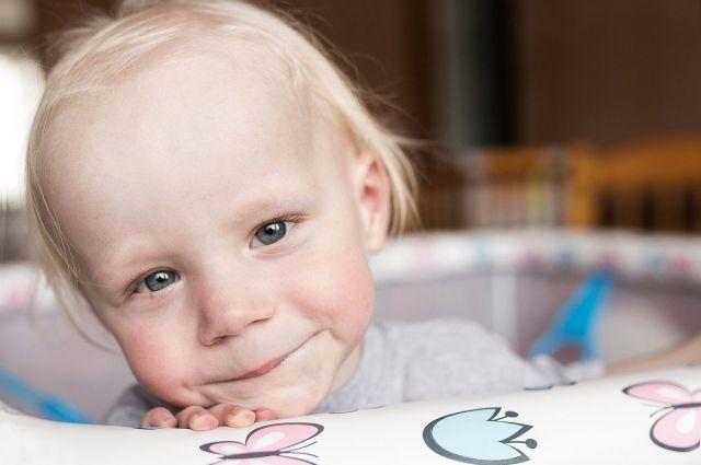 Сотрудники фонда «Дедморозим» благодарят всех, кто помогал оплачивать лечение ребёнка, подарив ему год жизни.