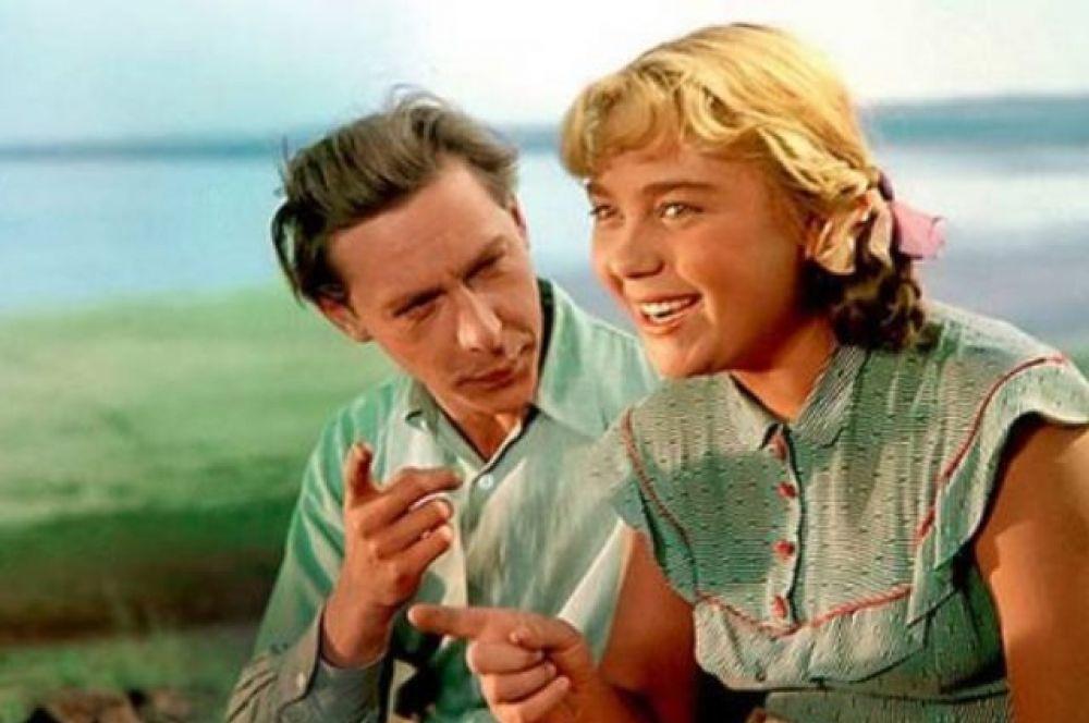 Олег Ефремов и Нина Дорошина в фильме «Первый эшелон», 1955 год.