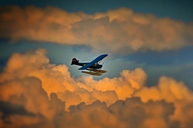 ВСША самолет совершил экстренную посадку наавтомобильную дорогу