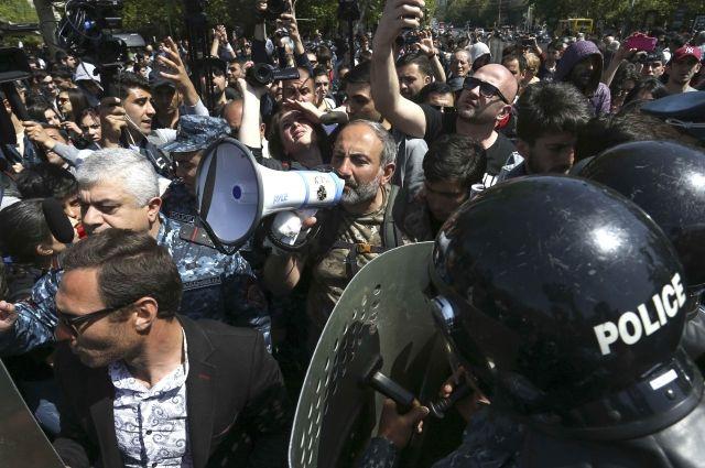 Президент Армении выразил надежду на разговор после встречи слидером оппозиции