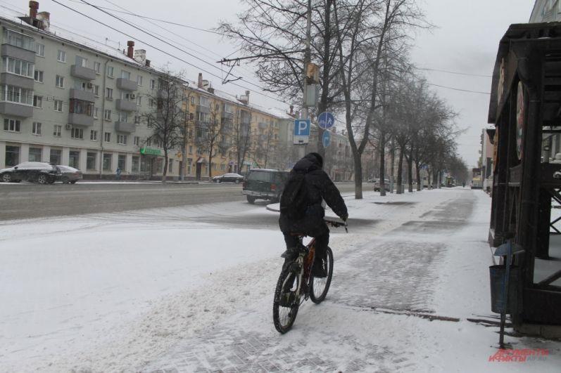 На велосипеде по апрельскому снегу