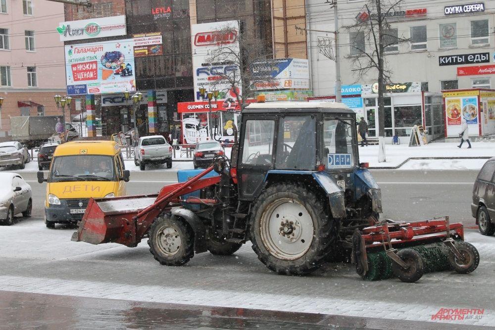 На улицы вышла снегоуборочная техника