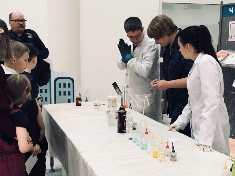 Интересные химические опыты показали студенты ЮГУ