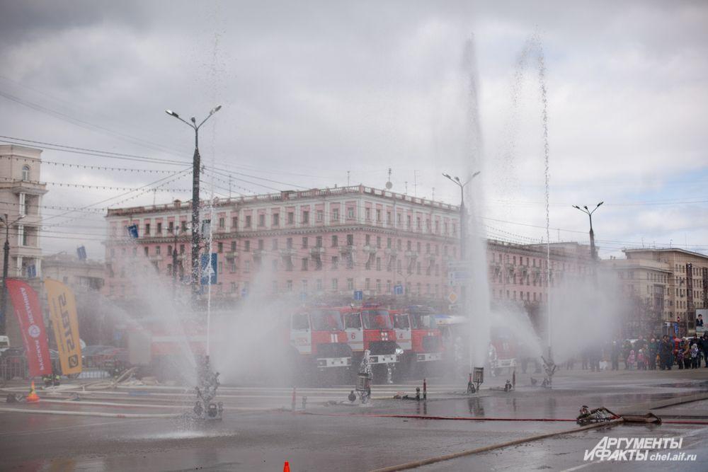 В завершении соревнований для зрителей устроили своеобразное шоу танцующих фонтанов