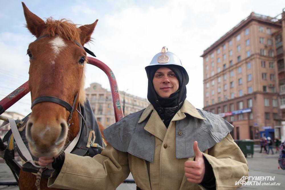 """А ещё раньше """"машинами"""" пожарным служили лошади"""