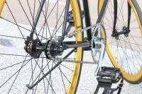 В Оренбурге автомобилист на тротуаре сбил 12-летнего велосипедиста.