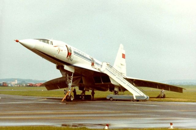 Разбившийся самолёт в Ле-Бурже за несколько часов до катастрофы.