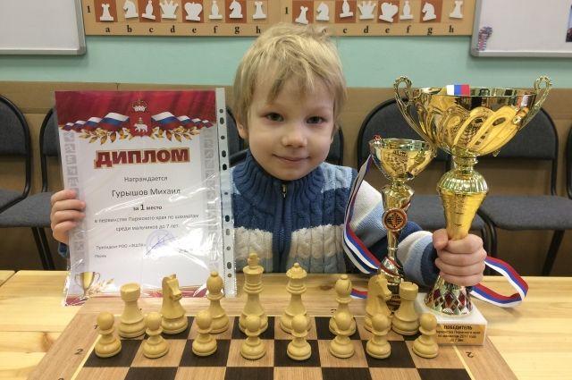 6-летний Миша Гурышов занимается в пермском шахматном клубе «Два короля».