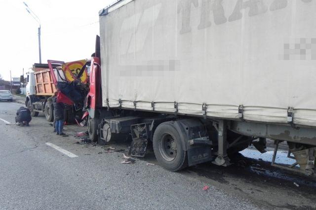 В ДТП под Бердском столкнулись автобус и грузовик.