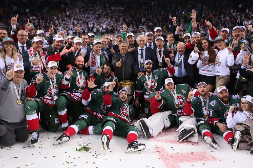 На финале присутствовал и президент Татарстана Рустам Минниханов, который тоже любит играть в хоккей.