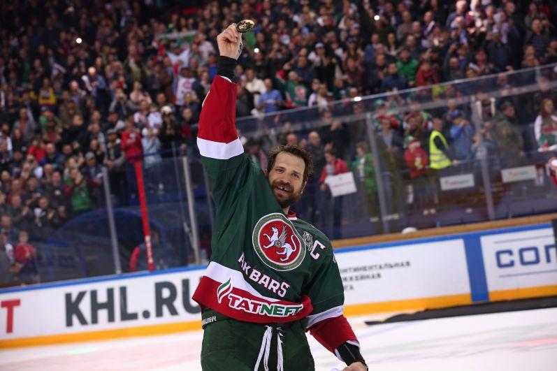 Капитан казанцев Александр Свитов. Он уже был обладателем Кубка Гагарина в составе