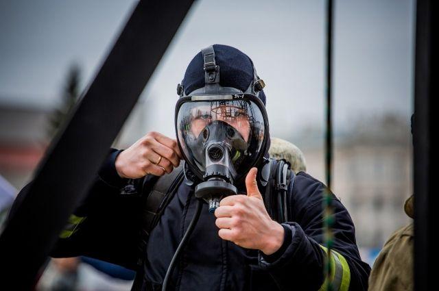 Люди выпрыгивают изокон горящего дома вПетрозаводске— свидетели