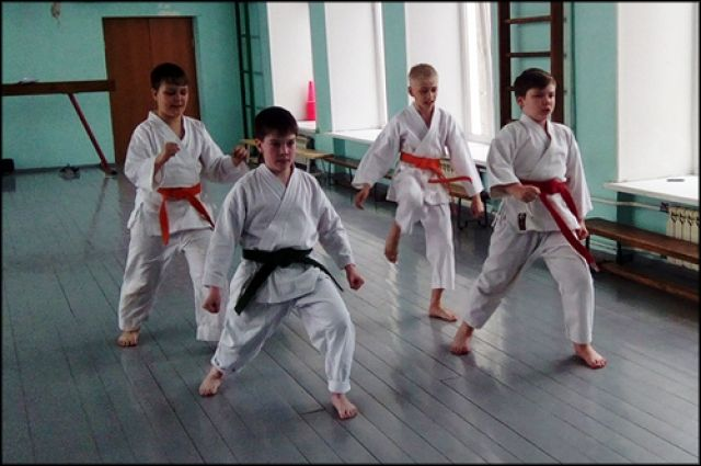 Вместо стандартной физкультуры школьники осваивают различные виды спорта.