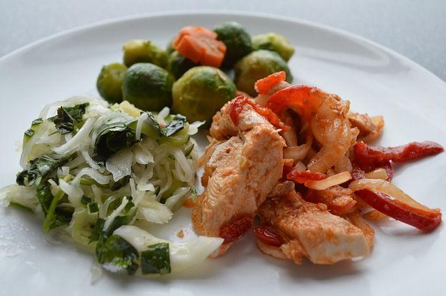 Блюдо из курицы может быть диетическим.