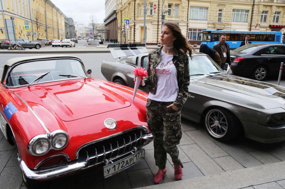 На старте ралли классических автомобилей в Москве.