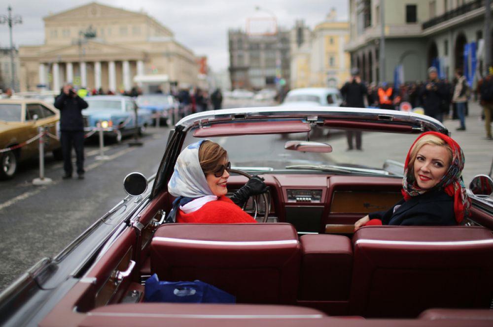 Участницы ралли классических автомобилей.