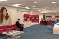 Даже находясь в офисе банка, клиенты продолжают активно пользоваться смартфонами.