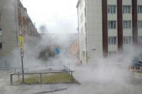 В Тюмени прорвало теплосеть – бьет фонтан