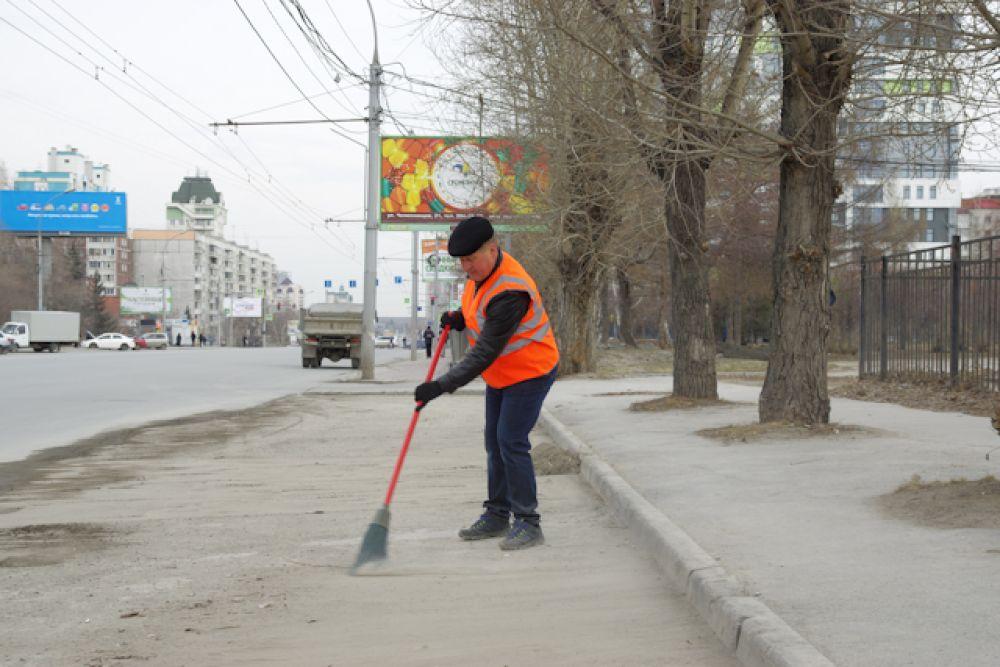 В субботнике принял активное участие мэр Новосибирска Анатолий Локоть.