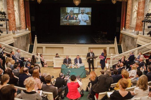 Вот уже тринадцать лет подряд в Эрмитажном театре проводится День Мецената.
