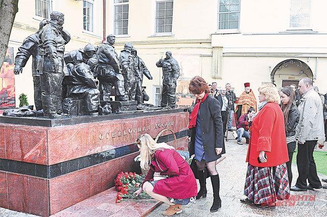 Во время церемонии во дворе исторического здания Пречистенской пожарной части.