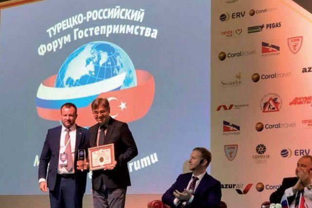 На форуме наградили российских туроператоров.