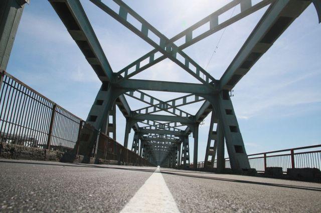 Ежедневная нагрузка на мост – 17-18 тысяч автомобилей плюс более 20 автобусных маршрутов