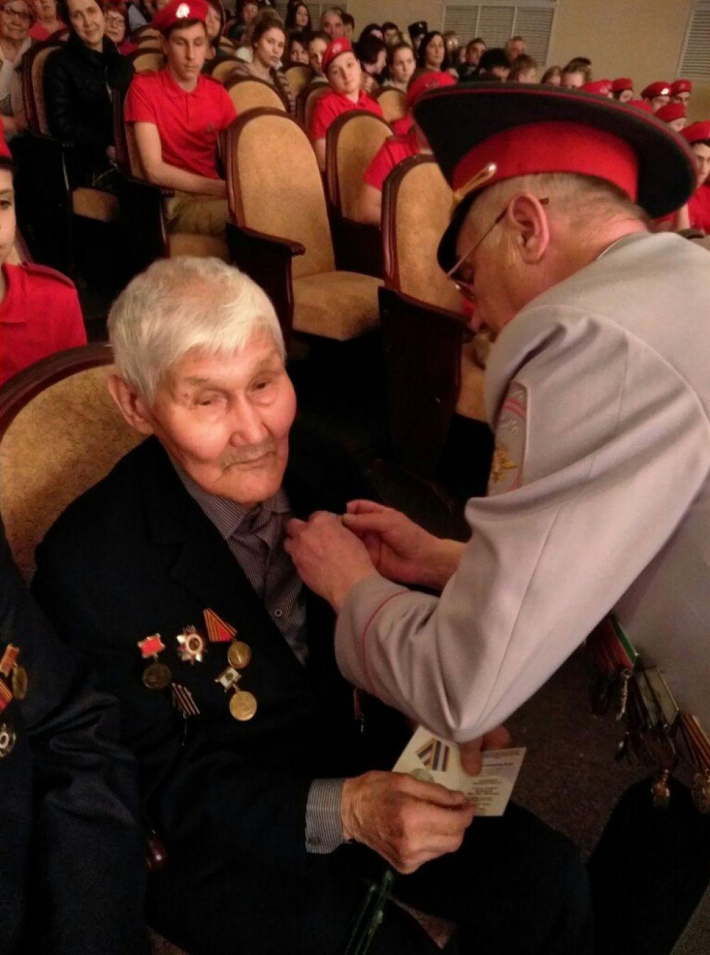 Поздравление ветеранов в посёлке Тасеево.