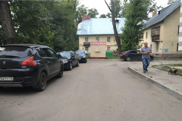 Парковка во дворах становится поводом для войны между соседями.