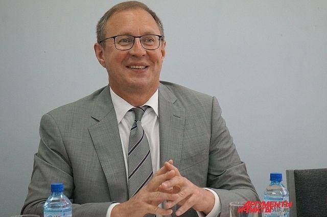Глава Перми пожелал коллективу редакции «АиФ» долгих лет успешной работы, вдохновения, роста тиражей, неугасающей любви читателей.