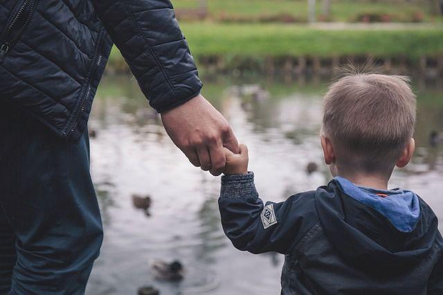 Безрассудный молодой отец не уберёг сына.