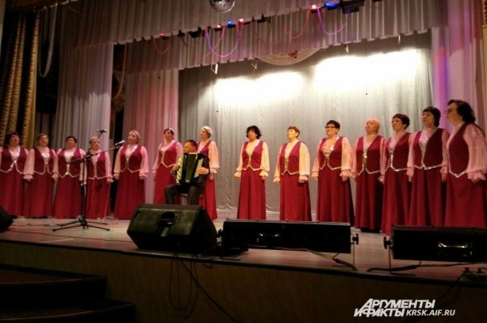 Творческие коллективы пос. Тасеево приняли участие в совместном концерте.