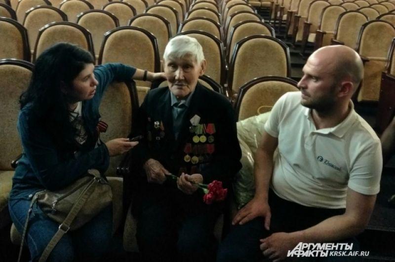 Пос. Тасеево. Записать историю героя войны.