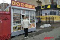 """На территории ТСЖ """"Революции, 16"""" два киоска, за счёт которых собственники платят меньше за коммуналку. На трёхкомнатную квартиру """"скитка"""" составляет 300 - 350 рублей в месяц."""