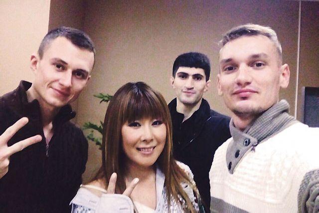 Анита Цой и активисты СМП.