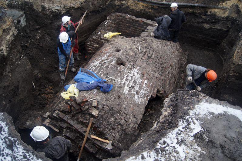 Погреба торговых рядов 18 века, Крестовоздвиженская площадь.Декабрь 2017-январь