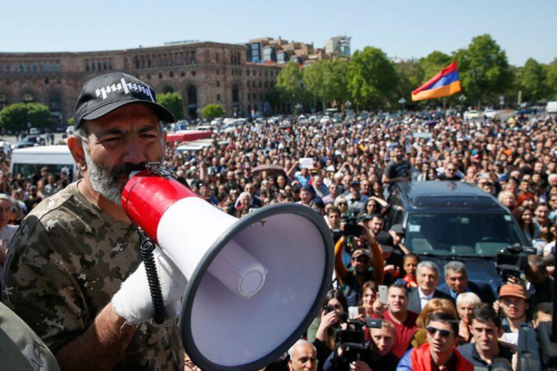Лидер партии «Гражданский договор» Никол Пашинян на митинге оппозиции.