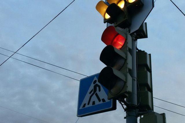 Руководитель Дирекции дорожного движения Максим Кис пояснил, что меры приняты после анализа аварийности на этих перекрёстках.