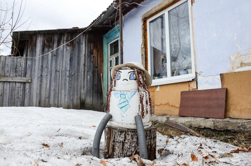 В бараке на улице Дальневосточной, 9, раньше жили 15 семей. Теперь - только одна.