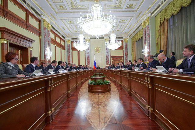 Больше граждан России одобряет работу Владимира Путина