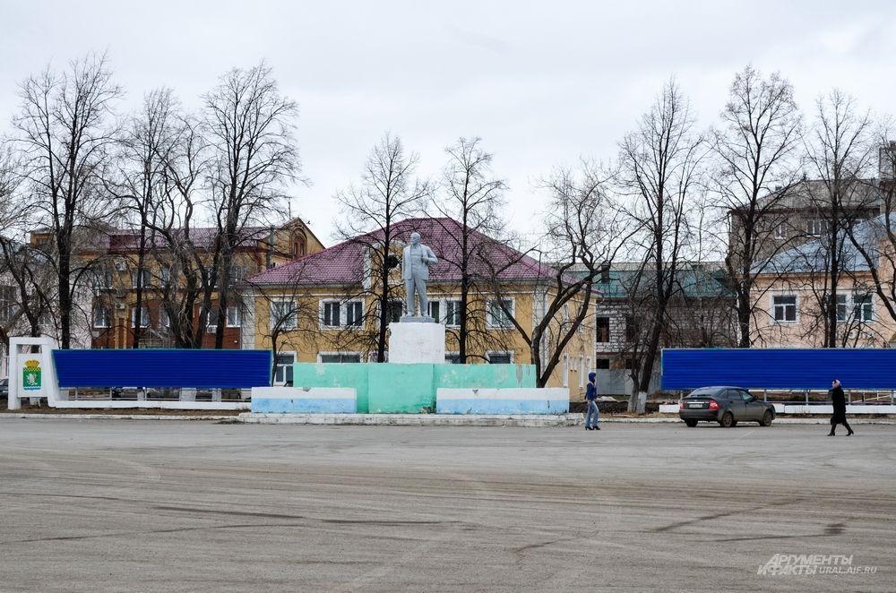 Площадь Свободы в Артемовском - центральная площадка уральского города и место сбора для проведения митингов.