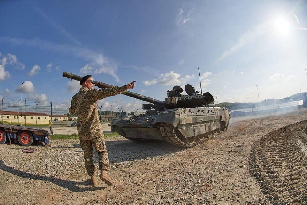 Президент Украины Петр Порошенко уже отметил это событие и поздравил десантников.