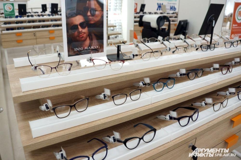 При этом ассортимент товаров для взрослых и детей – это более 5 тысяч моделей оправ и солнцезащитных очков, линзы и аксессуары.
