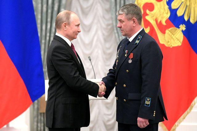 Владимир Путин вручил Александру Куличенко медаль «Герой Труда Российской Федерации».