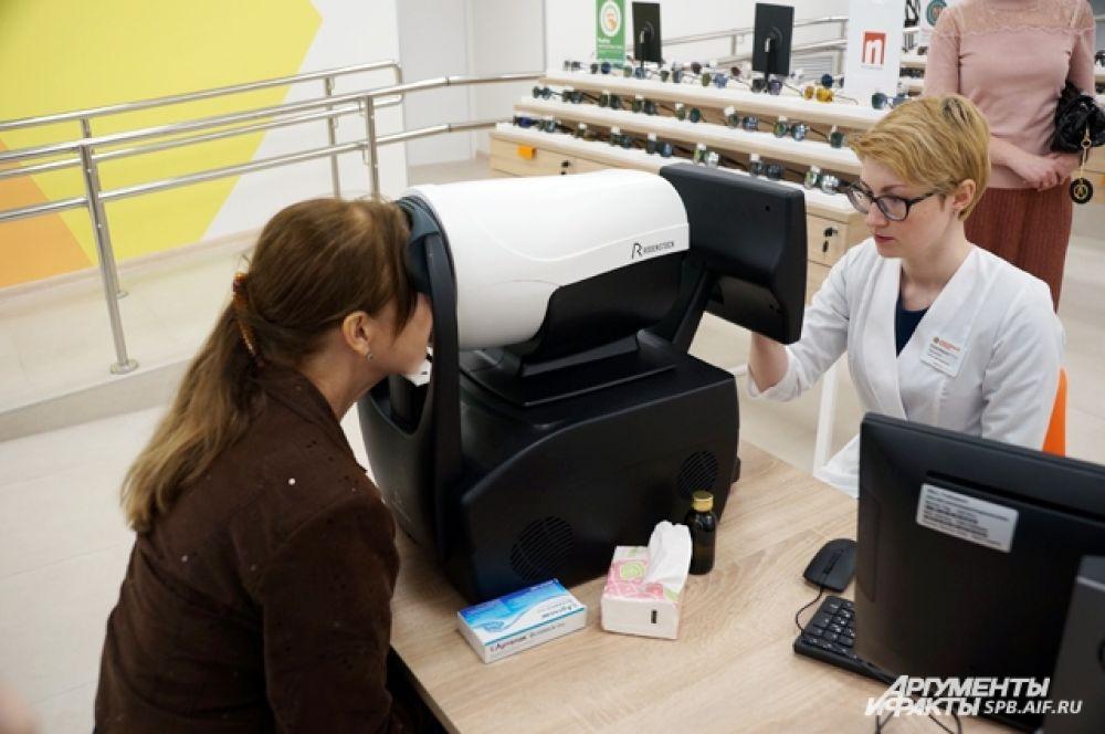Магазин оптики включает не только возможность подбора очков, но также диагностику и лечение.