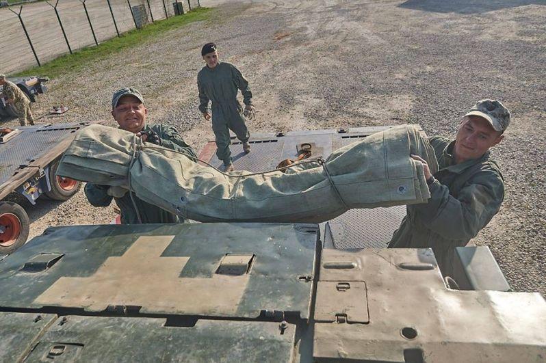Десантно-штурмовая рота получила на время проведения учений семь БТР-80, а также пять танков Т-842.