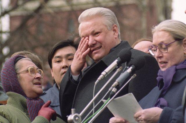 Борис Ельцин во время митинга на Красной площади, 1993 г.